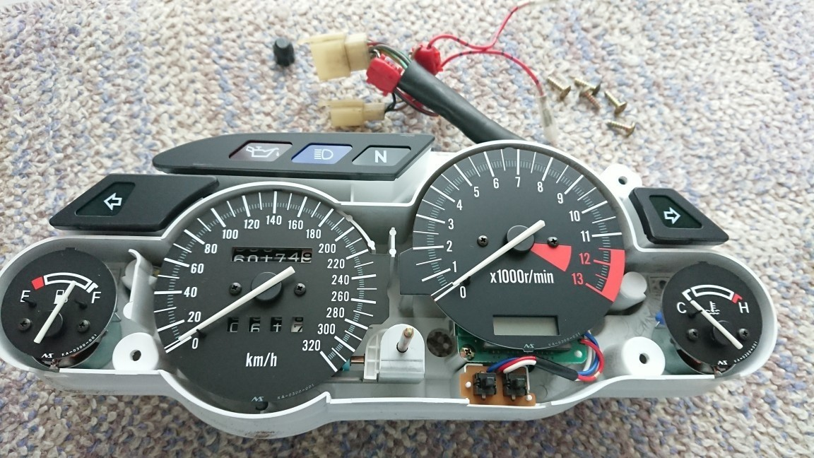 純正水温計をデジタル水温計に変更
