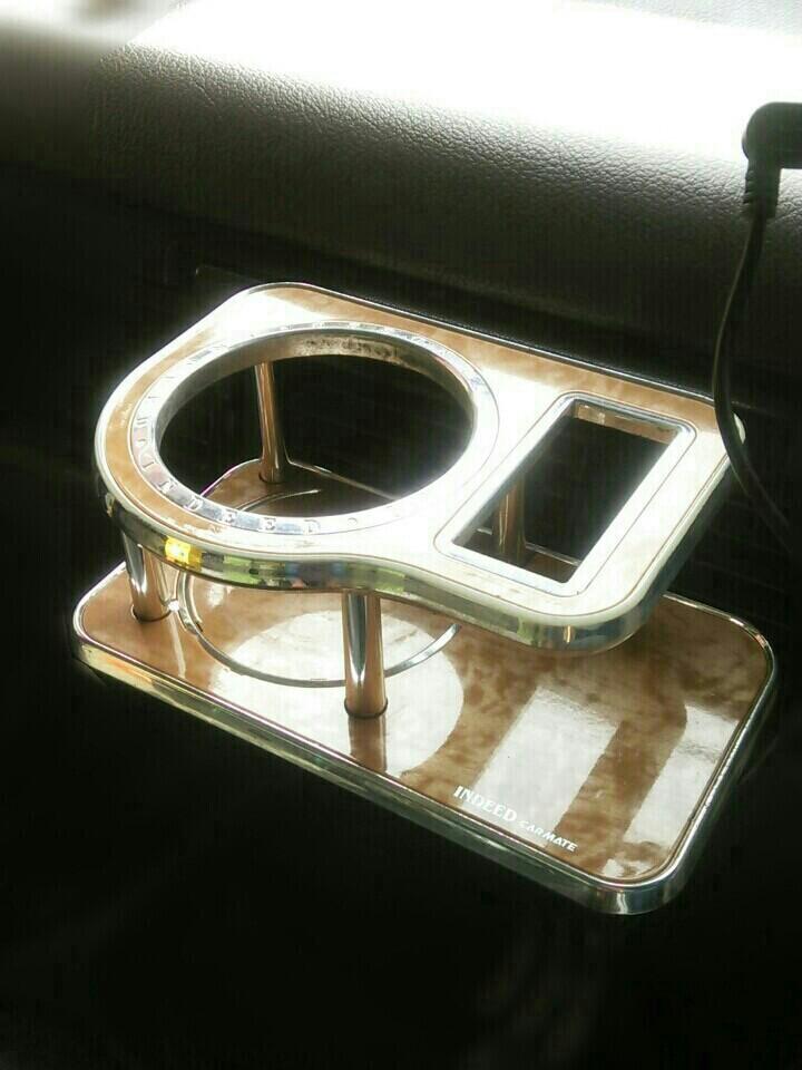 むか~し昔から使ってるこのドリンクホルダー・・  <br /> 車にはウッドパネルなどどこにも使っていないのに何故かウッド調のドリンクホルダーを選び買ってしまった若気の至り・・・笑  <br /> <br /> 車内で浮いてますのでリメイクしてみるずら♪