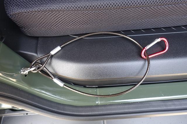 50cmくらいのワイヤーを用意して、カラビラを通します。<br /> <br /> これでほぼ完成!