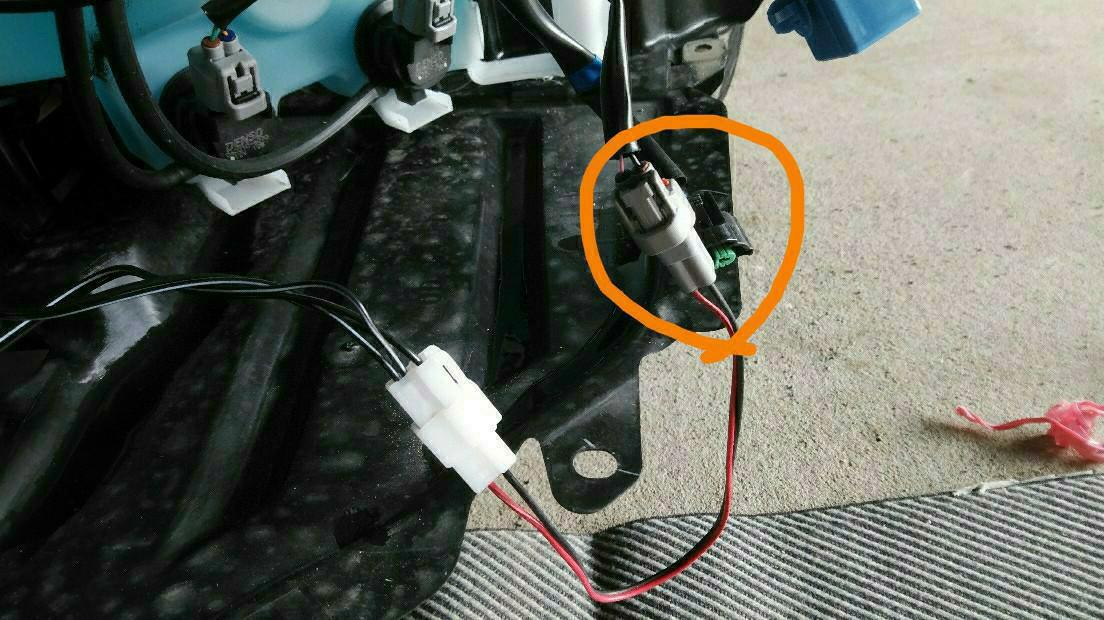 GT系の車内とエンジンルームの配線の確認。
