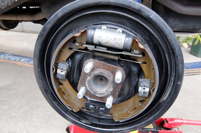 車検不具合修正ーリヤアクスルオイル漏れ