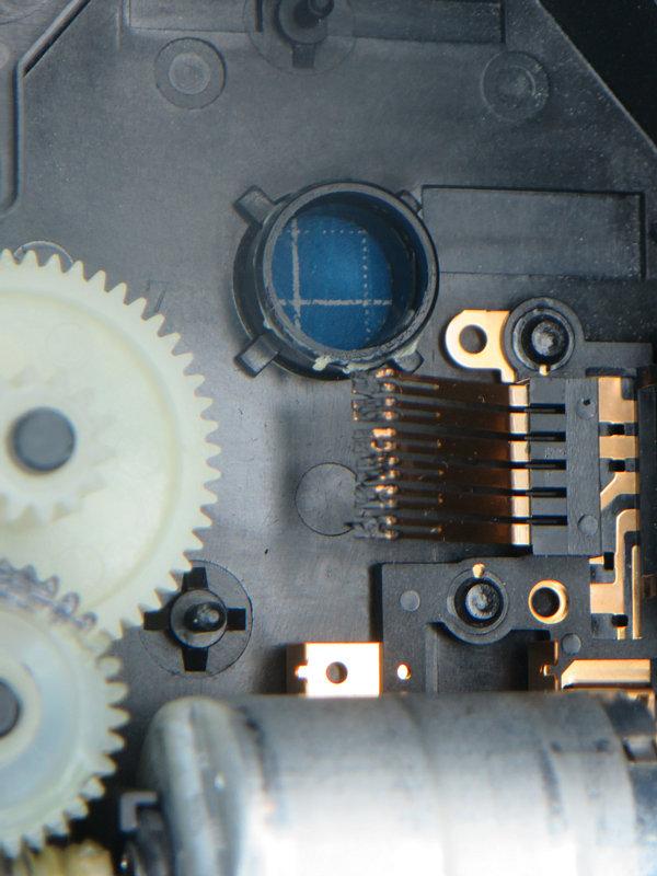 接点側もかなり固まっています。<br /> <br /> 導電どころか、これではショートしてくださいと言わんばかりです(T_T)。