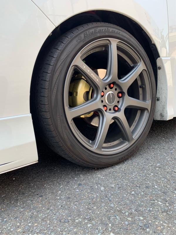 3回くらい塗って、タイヤを戻して完成^ ^<br /> まだ、ムラがあるんですが...。<br /> とりあえずokにしよう笑
