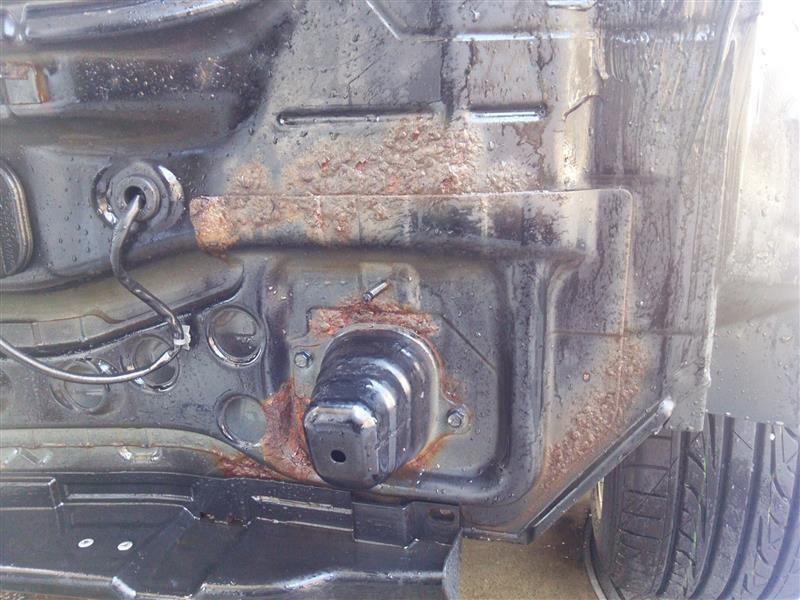 運転席側、こっち酷いね…<br /> <br /> <br /> 触るだけで錆がボロボロと( ̄▽ ̄;)