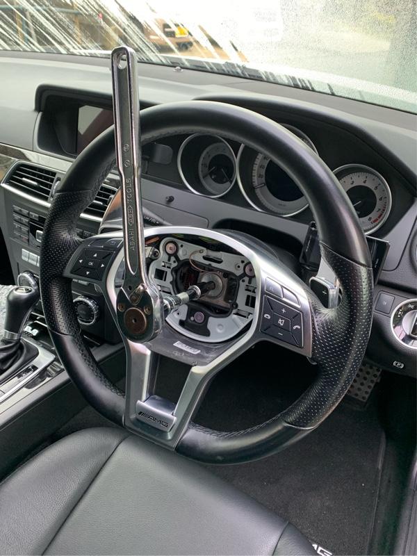 AMGパフォーマンスステアリング W204