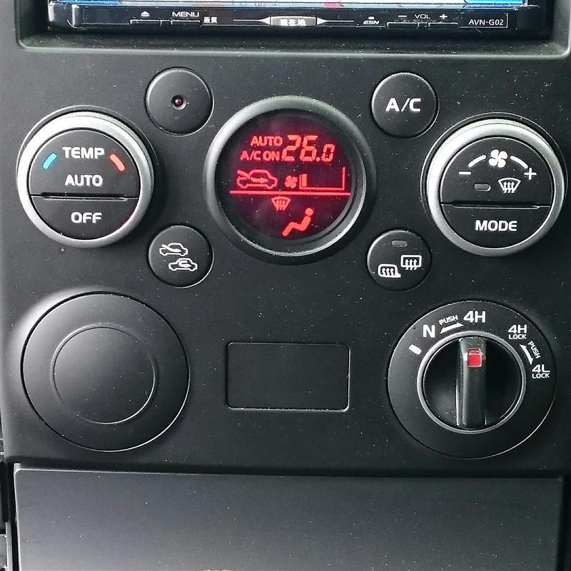電圧計、USBポートの埋め込み