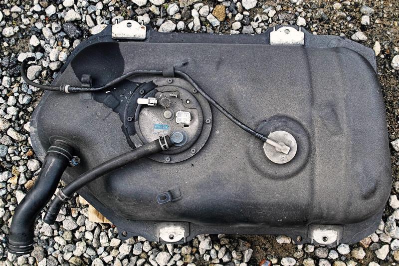 燃料ポンプ交換 その③  燃料タンク各種部品の取り外し