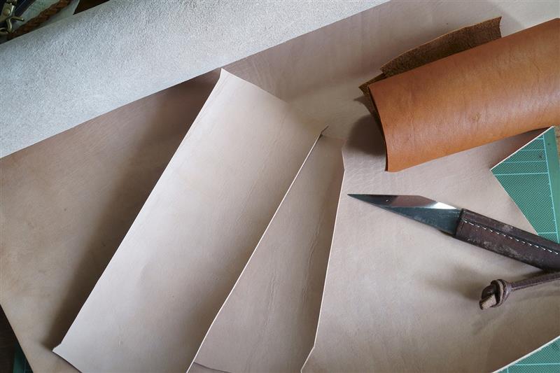 栃木レザーでステアリングカバーを作ってみました。