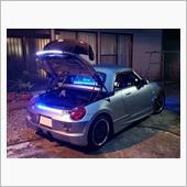 1つの光りが<br /> トランクを開けると<br /> 上が白色のLED<br /> 下が青色のLED