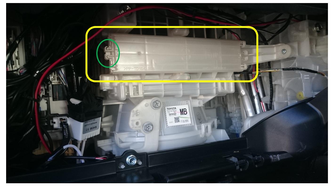 芳香剤 BLANG(ブラング) エアコンフィルター用 モンスターフレグランス ホワイトムスクを装着