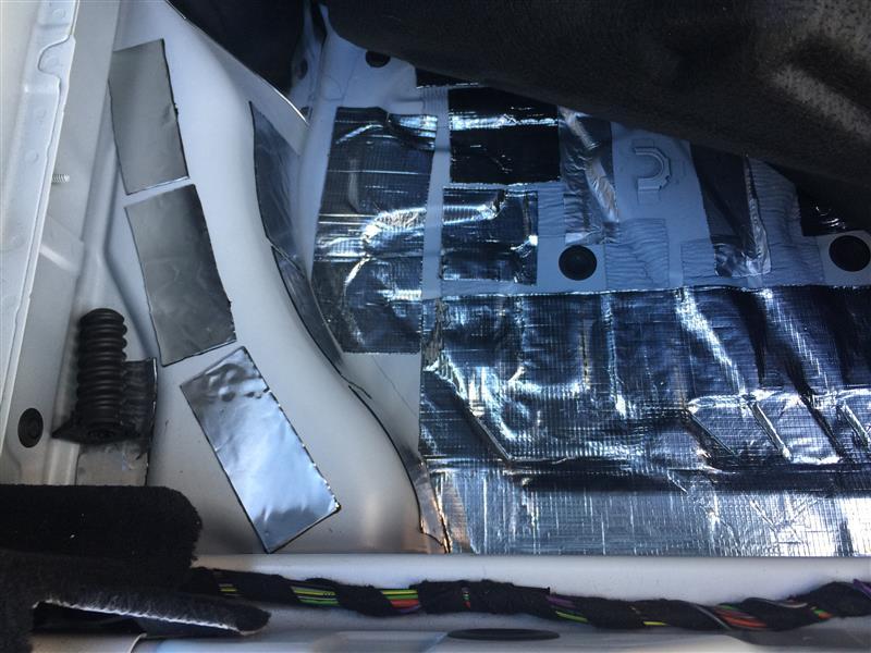 メルセデス X218  CLS のラゲッジスペースのデッドニング 静音化に挑戦しました