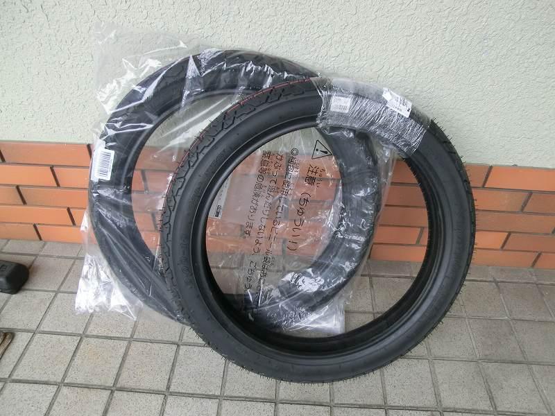 フロントとリヤのタイヤ交換<br /> 前 ダンロップK527 3.0-18<br /> 後 ダンロップK388 90/90-18<br /> <br /> 26480km<br /> <br /> <br />