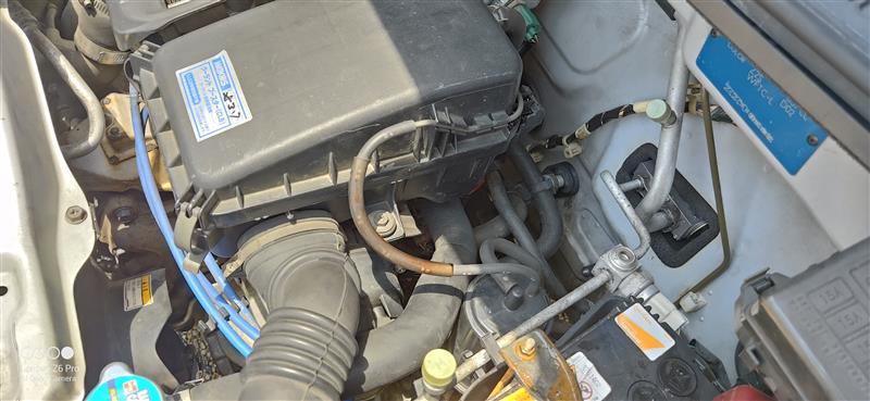 エンジンルーム側のバイパスさせたホースも元に戻して、LLCを注入してエアー抜きしたら完成ですわ。
