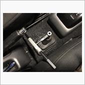 横着したおかげでサイドブレーキとシートが邪魔でタップレバーが15度ずつしか回せません。<br /> <br /> シートの脱着を考えると邪魔くさくて、何回も差し替えてタップ切りました。