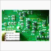 解析の結果、判明したのは、この写真のように、3つの制御回路があることだった。X,Y,Zの3箇所をカットし、自分の好みの明るさにするには、Xには220Ω、Yには2kΩ、Zには1kΩの挿入が必要だった。