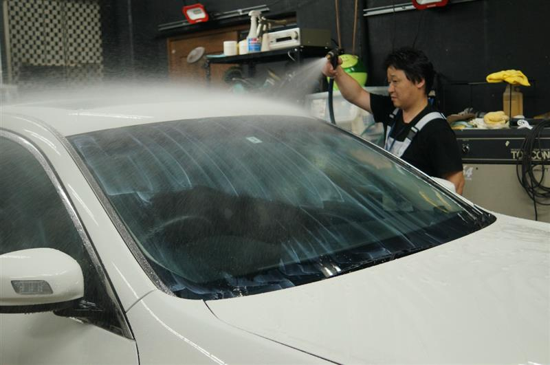ライトのダメダメハードコートを磨き落とし ガラス面の作業を進めます!