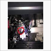 助手席グローブボックスを外してエアコンフィルタのとこの左側にある白いボックスにある左下のコネクタの配線を加工します。