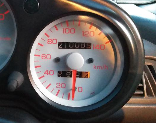 エンジンオイルとエレメント交換。<br /> タイヤ空気圧も調整。<br /> まだまだ大事に乗っていきたいと思います。