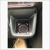 運転中見えない所用のがめっちゃあります。<br /> アームレスト内の小物入れ用なんかは<br /> テープ固定しないと<br /> 中身入れてない状態やと中で転がりますw