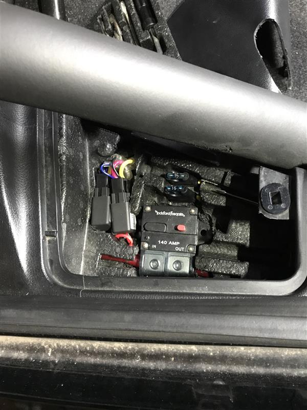 スロットルセンサー調整後はバッテリーアースを外してブレーキを10秒踏み、ECUのリセットをしてから再度アースを繋ぎ、始動、アイドリング学習等を済ませてから不具合がないか確認。<br /> このFDはバッテリー移設時にサーキットブレーカーを取り付けているのでブレーカーを切断する。