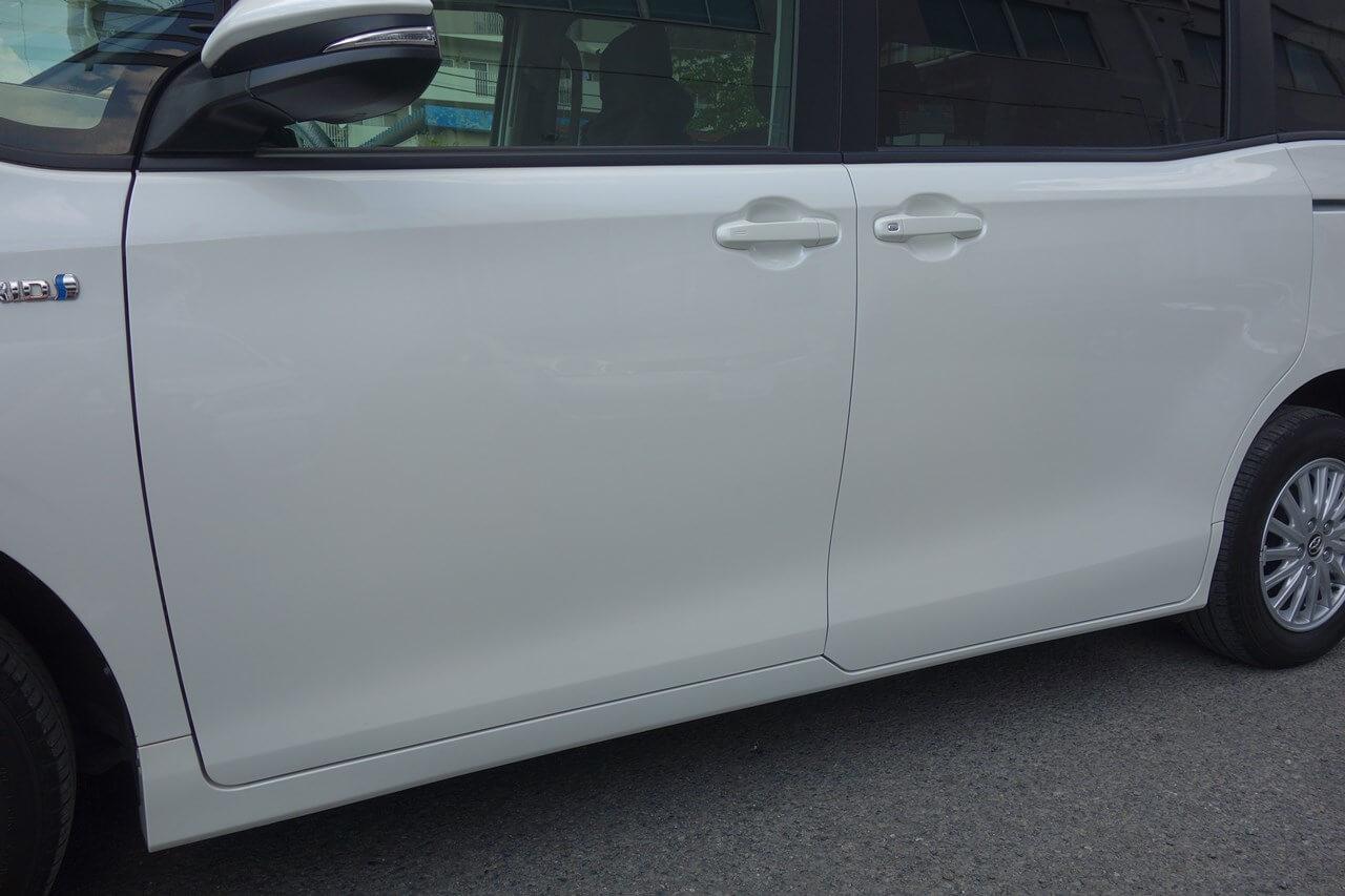 トヨタ ノア 左フロントドア追突事故 キズへこみ板金塗装修理(対物保険)武蔵村山市。