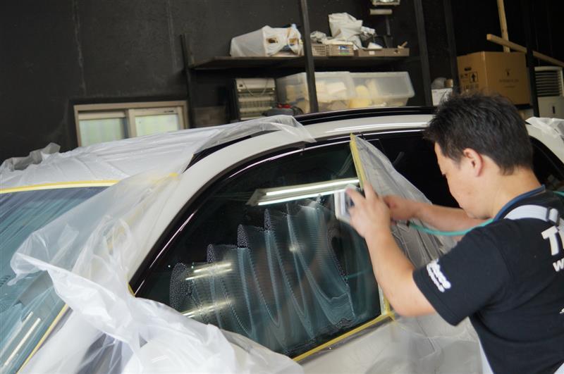 月間キャンペーンに気がつかれて BMW X3 ビビらない強力ガラス撥水 施工に御来店です^^