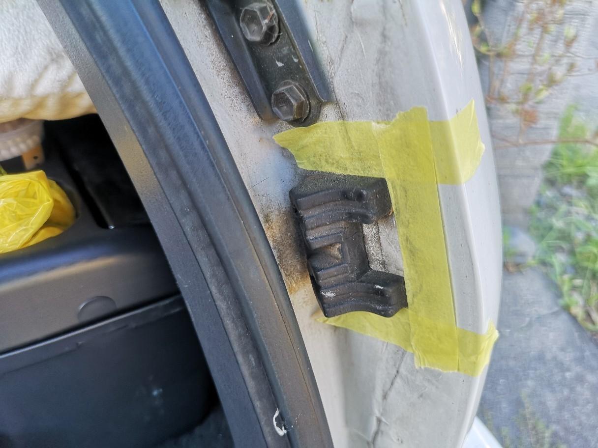 トランクゲートのブッシュ交換
