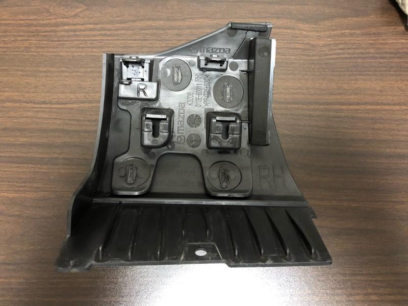 右前フェンダーモール下の樹脂パーツの修理(2019-10-13)