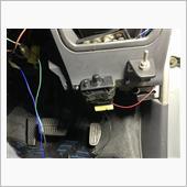 本来ある所にUSB充電コネクタ付けてるから<br /> って理由で下に持ってきて、ステーでサンドイッチしたったww<br /> まぁ頻繁に使うわけでないからこれでおけいww