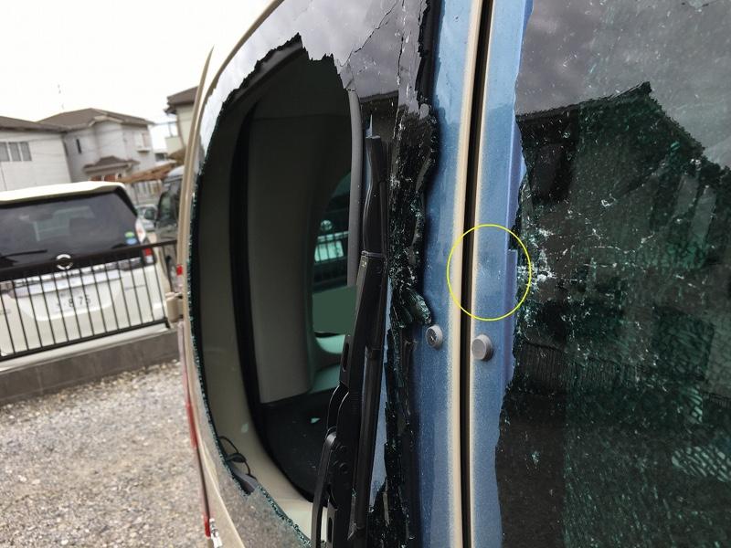 バックドアの割れたガラスを交換する
