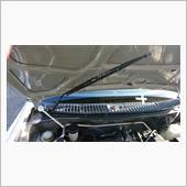 L700ジーノは、運転席側のワイパーはボンネットを開けた状態で取り付け、取り外しした方が作業しやすいと思います☆<br /> <br /> 外す前にマスキングテープ等で合いマークも忘れずに(^^)d
