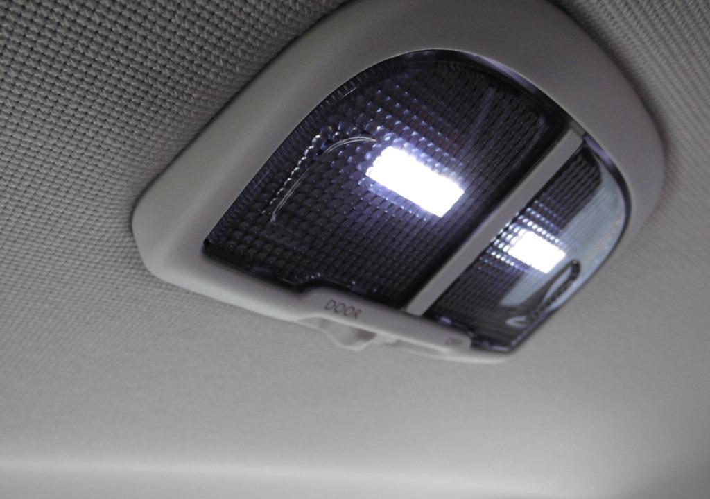 ルームランプ交換(LED化)
