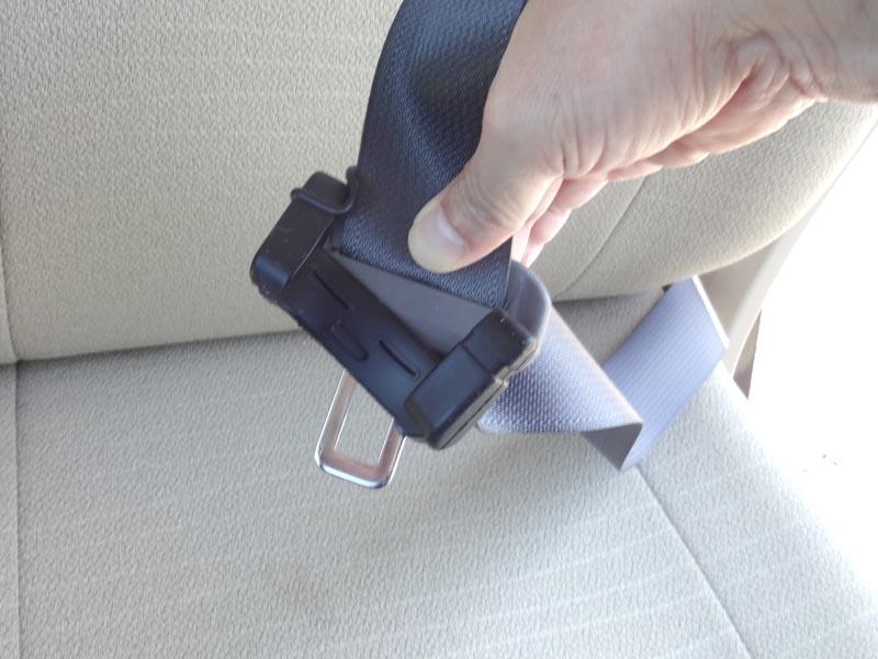 シートベルト金具カバー