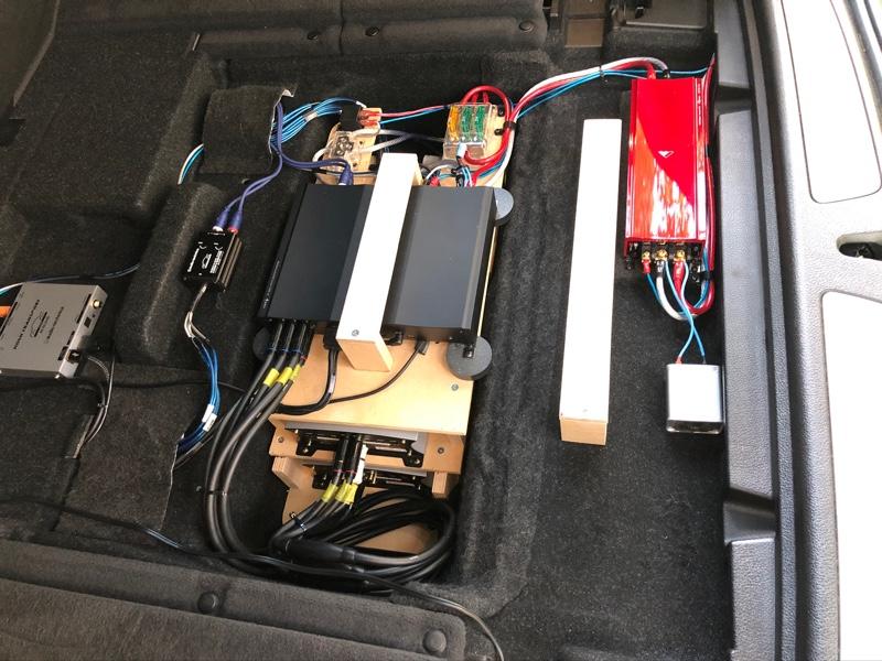 トランク内オーディオラック変更