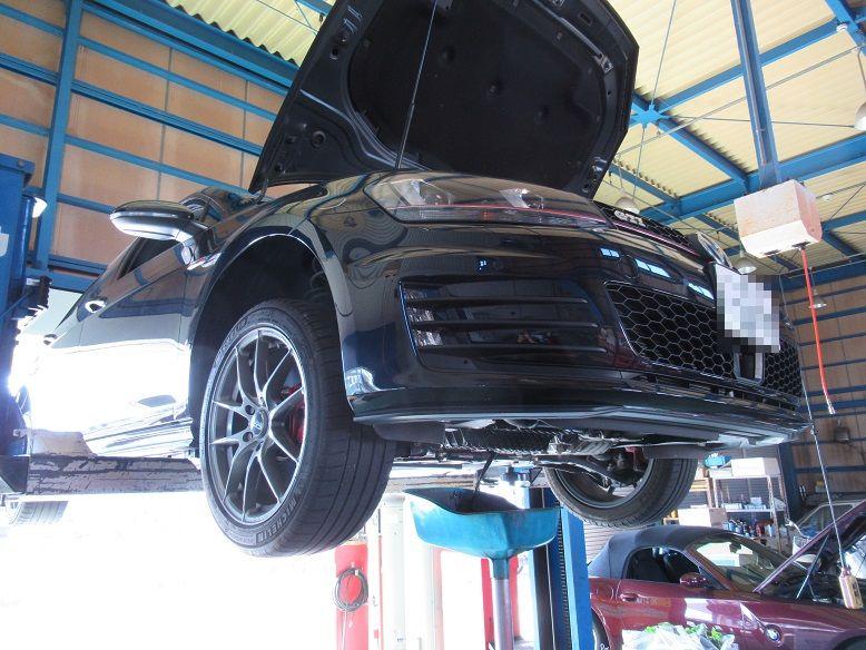 メンテナンスは大事..VW ゴルフⅦ GTI エンジンオイル+エレメント交換 FUCHSエンジンオイ