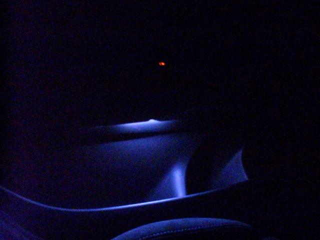 【備忘録 第2弾】BMW F30 F20 こだわらない人のアンビエントライト増設 (運転席除く)