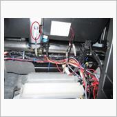 車内のアースは今のところ、すべてここから取り出し。<br /> ボックスをよく外すので、ACCにしたとき点灯してしまうので、マグネットスイッチともう一つメンテ用スイッチ取付。(普通マグネットスイッチのみでよいと思います)<br /> LEDはボックス上部の内装内に貼り付け。<br />