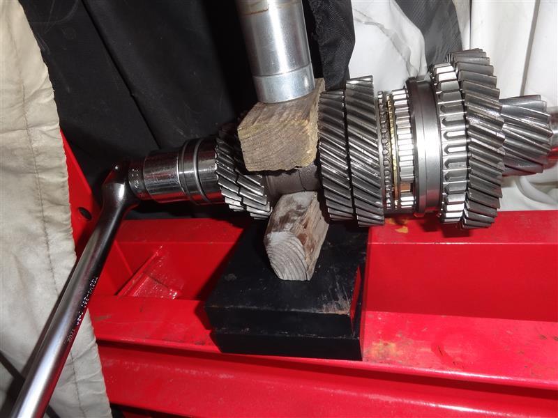 カウンターシャフト組み立てと98の5速ギアの磨耗具合