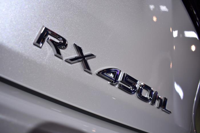 ラグジュアリーSUV。レクサス・RX450hLのガラスコーティング【リボルト川崎】