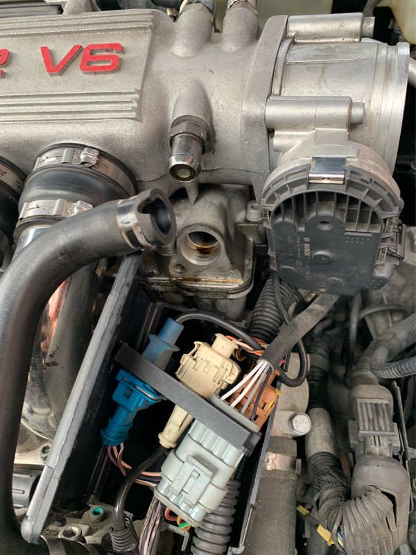 147GTA タペットカバーブローバイホースアダプターからのオイル漏れ補修