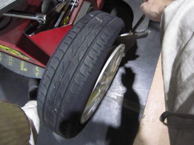 タイヤ外しました。