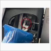 ハンドル右側のカバーを外して、⭕️ロックピンを内側に押すと、ハンドルのホーンバットが少し浮き上がります。