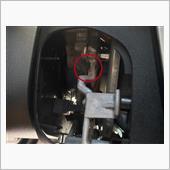 ハンドル左側のカバーを外して、⭕️ロックピンを内側に押すと、ハンドルのホーンパットが少し浮き上がり、引っ張るとホーンパットが外れます。