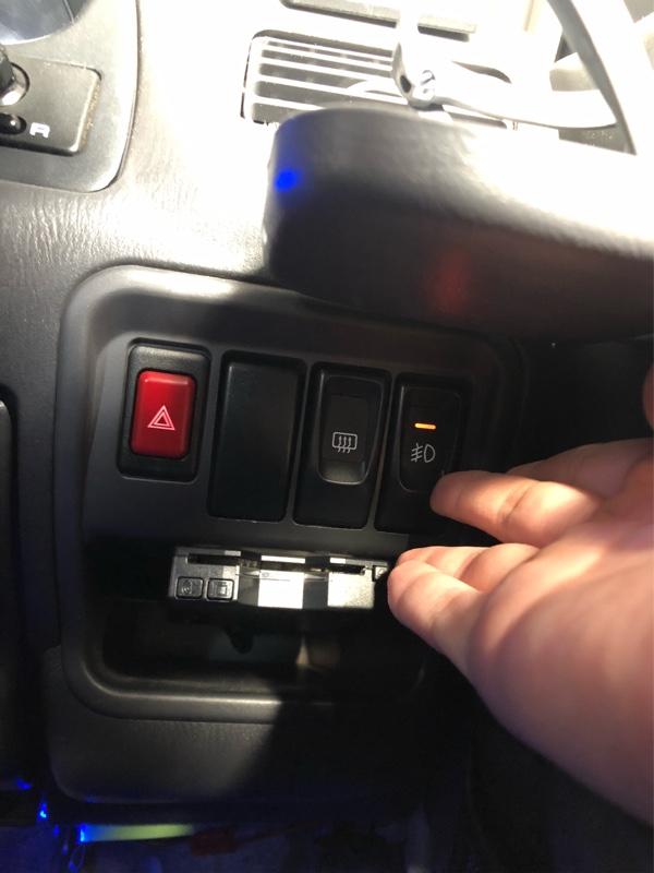 フォグスイッチとデフォッガースイッチを左右入れ替えてみた!