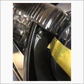 次はシーケンシャルウインカーの配線を通す穴を空けます<br /> 今回も2mm穴で3箇所