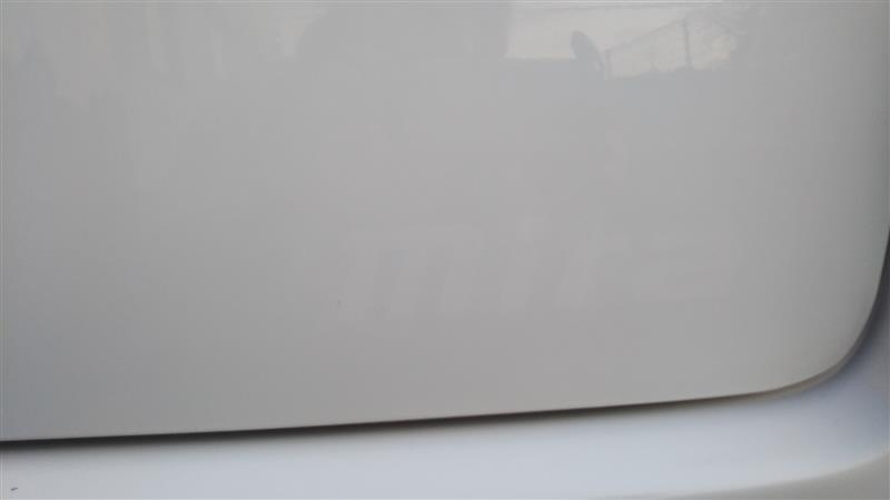 糊を除去して軽く磨いたらこんな感じ。<br /> 銀文字があったところだけ塗装が変色せずに残った様子。