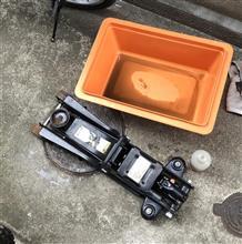 ローダウンジャッキのオイル交換と内装の掃除
