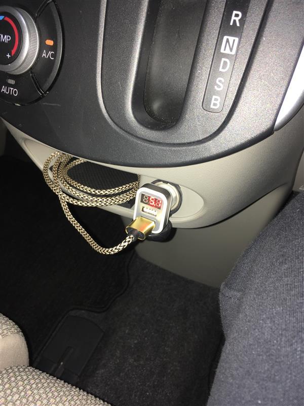 USB車載充電器 2ポート 数字電圧計