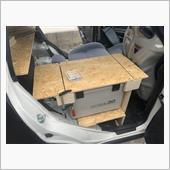 日付が変わっての作業になります<br /> <br /> 前回のアイスボックスを置いてその上にテーブルが欲しいって思ってたのでテーブルを作る事に!<br /> <br /> テーブルをそのまま作るとアイスボックスが開かないので真ん中の部分をカットしました!