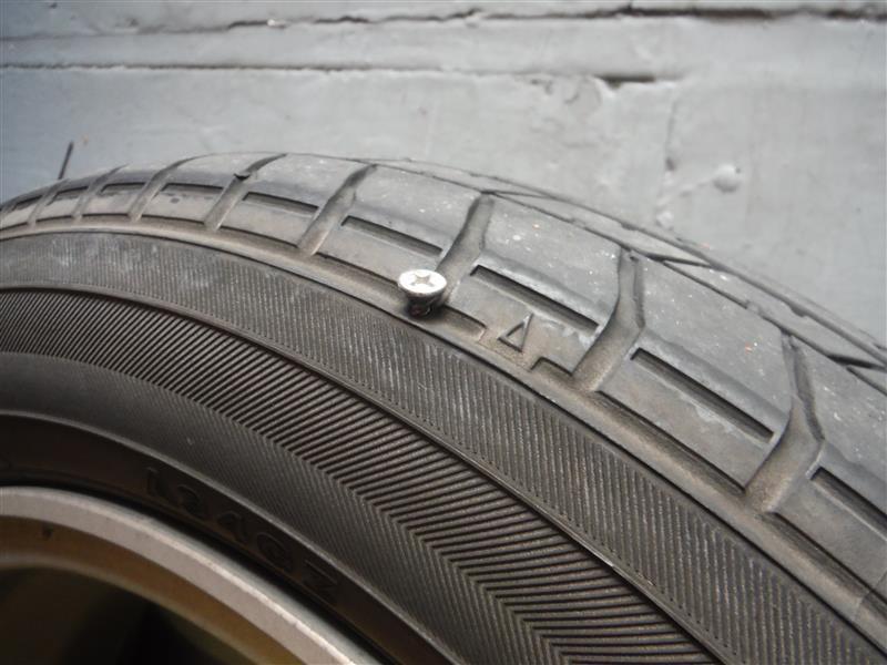 左リアタイヤ パンク修理